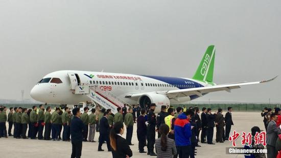 5月5日,首架国产大飞机c919在上海成功首飞.张素 摄