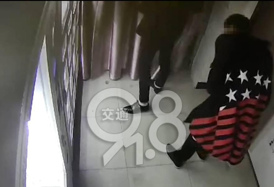 杭州俩90后深夜砸开情趣用品售货机,接下来做吗在上安全天猫买内衣裤情趣图片