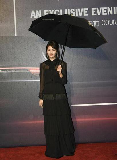 因为这个缺陷刘涛老穿诡异的黑色透视长裙(图)插图7