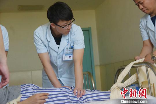 探访山西精神病院护士:每个人都受过伤(图)