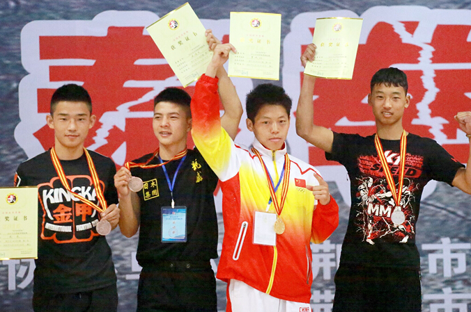 励志传奇!中国23岁天才KO俄名将夺冠 竟是面包师出身