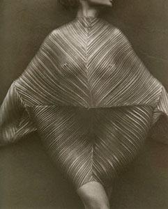 裸体的古今:80年代以来的时尚摄影
