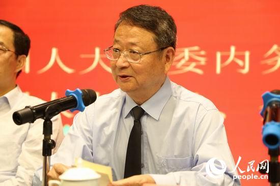 全国人大常委、全国人大常委内务司法委员会副主任、全国台联会长汪毅夫致辞。