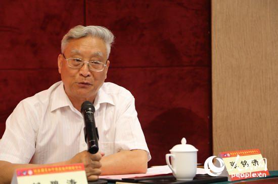 海协会原副会长、两岸关系和平发展协创中心社会整合平台主任张铭清主持了论坛开幕式。