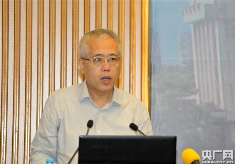 华侨大学政治与公共管理学院院长蔡振翔教授主持会议-张林摄-第五届