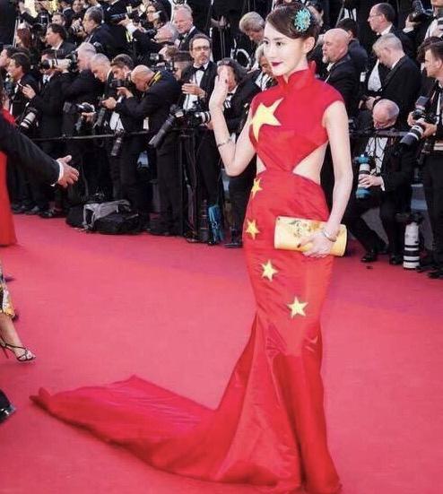 网红军旗装走戛纳电影节红毯,让赵薇日本国旗装电影被吸血鬼v军旗旧事图片