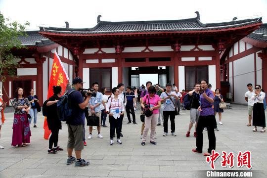 海外华文媒体探访广西最大侨乡 体验特色旅游风情