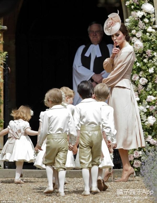 凯特王妃妹妹举行婚礼,乔治小王子和夏洛特小公主当小