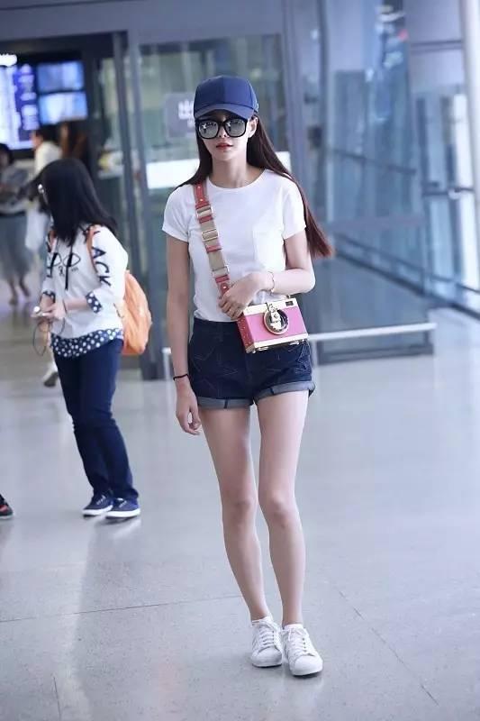 白T+短裤,是我最期待夏天的原因之一!