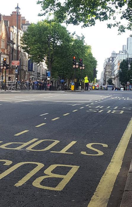 英国警方:伦敦维多利亚长途汽车站发现可疑包裹