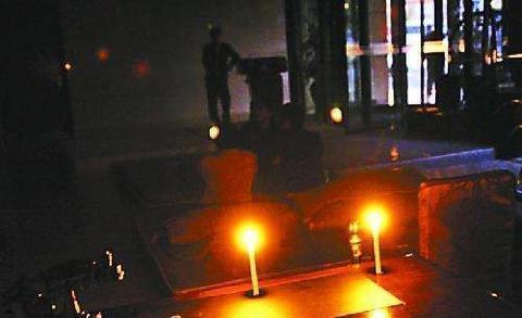 纽约一退休教授庆祝生日因蜡烛处理不当葬身火海