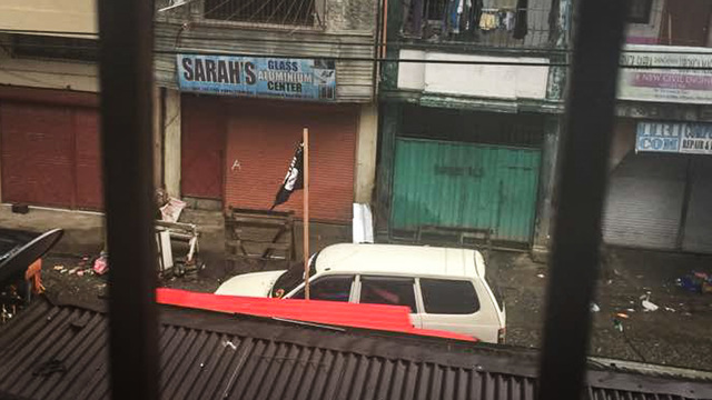BLACK FLAG. ISIS black flags are seen atop vehicles roaming the streets of Marawi City. Photo by Maulana Macadato