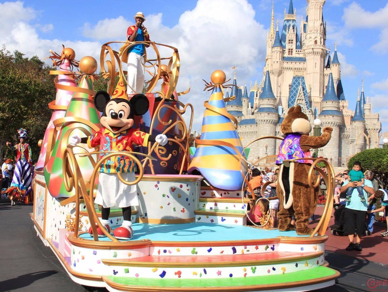 """被王健林判定""""二十年内无法盈利""""的上海迪士尼乐园,小幅盈利了,竟是政府帮的忙"""