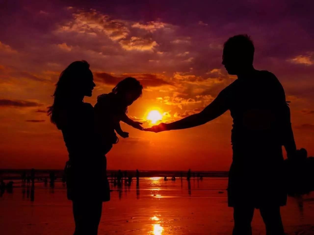 侣,貌似老人在回忆当年老伴追求她时的浪漫情景~-福利丨为什么最
