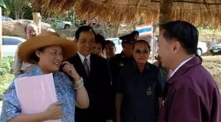 """掉入泥潭的泰国新国王,活得比""""泰�濉被箍湔�"""