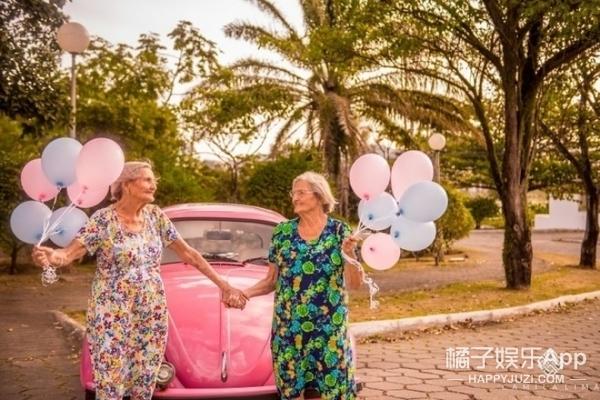 巴西100岁双胞胎姐妹拍写真,少女心爆棚