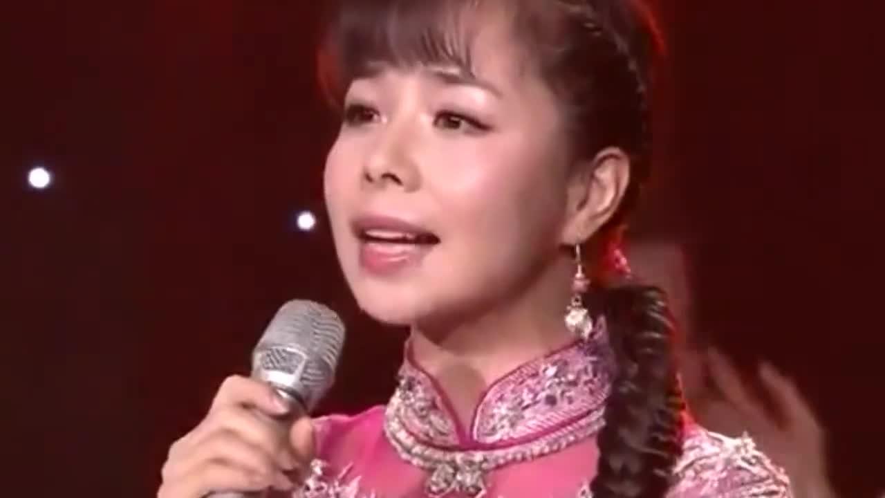 冯丽媛演唱山西民歌《亲圪蛋下河洗衣裳》