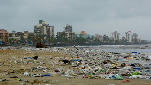 过去堆满垃圾的维索瓦海滩。图片来源:联合国环境署