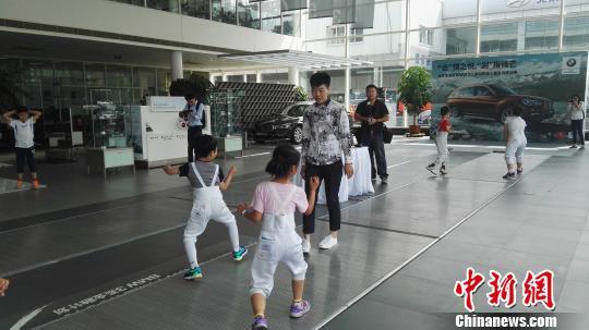 10岁组冠军由北京凯旋击剑训练中心的马俪菠夺得