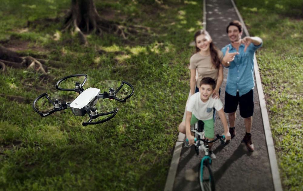 大疆Spark评测:可手势控制的无人机到底有多酷?