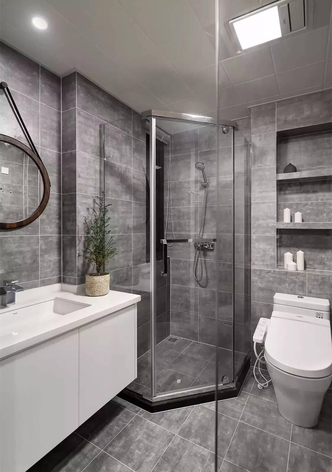 新闻客户端   ②钻石形淋浴房   正方形的淋浴房(或扇形)对着卫生间门