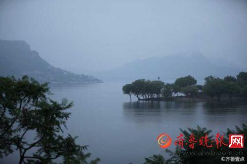 济南卧虎山水库,雨后烟雾缭绕赛江南