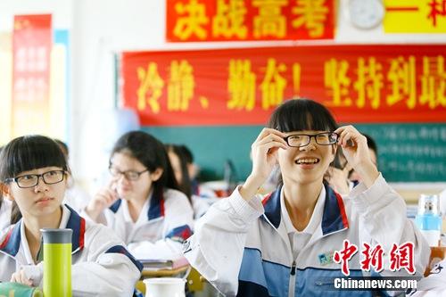图为福建省泉州市第七中学高三学生备战高考。学校供图
