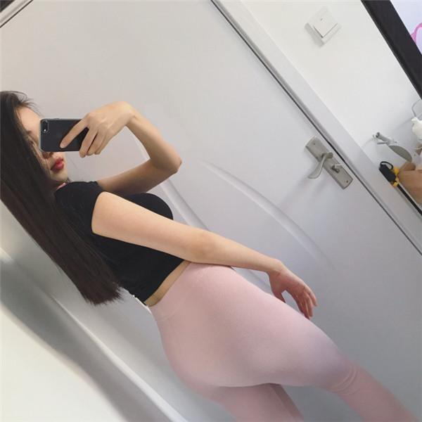 欢健身美女爱穿紧身裤,其实只为展示自己的极品身材