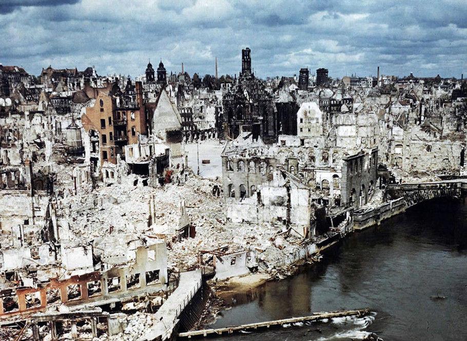 轰炸过后剩下的废墟