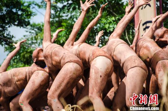 图为《窑变千彩》舞蹈剧照 翟李强 摄