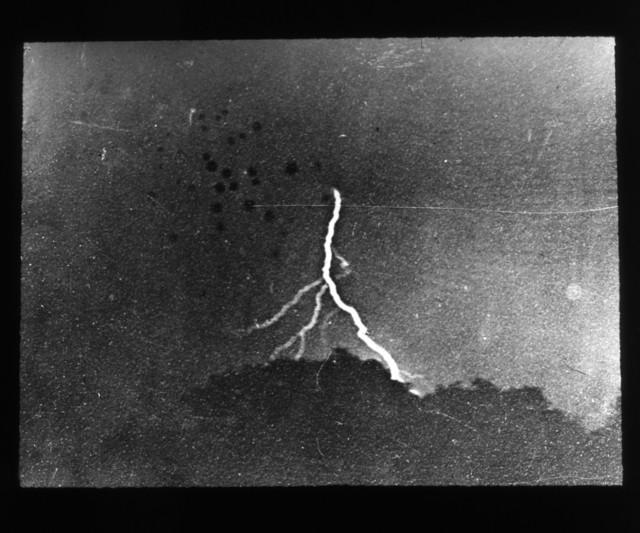 130多年前拍摄世界上第一张闪电照片