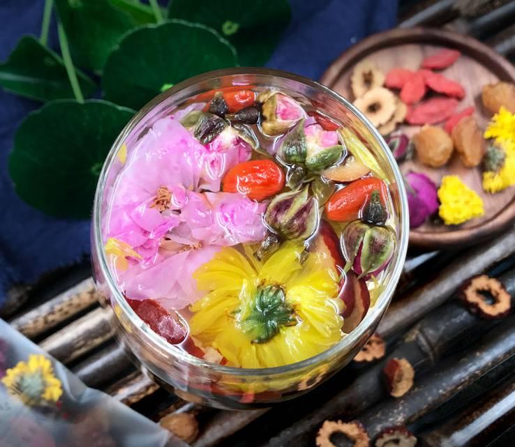 天气太闷热,泡一杯水果茶,解渴又养颜美容!