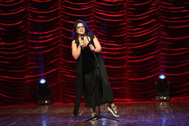 6月13日,Netflix签下了印度最受欢迎的女性喜剧演员Aditi Mittal