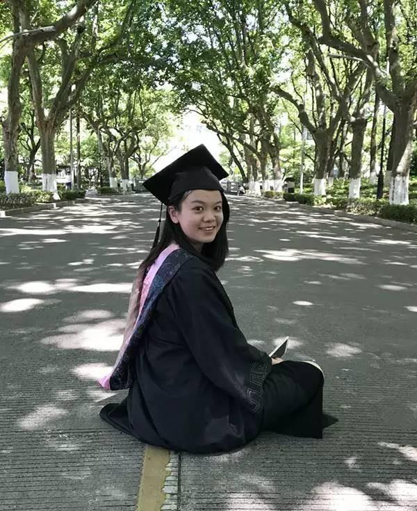 """励志丨她的毕业演讲 """"只听了两句我的眼泪就掉下来"""""""