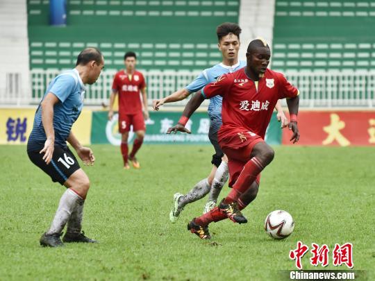 广东省足球协会联赛解散,肇庆恒泰成功卫冕冠军。 岳朝莲 摄