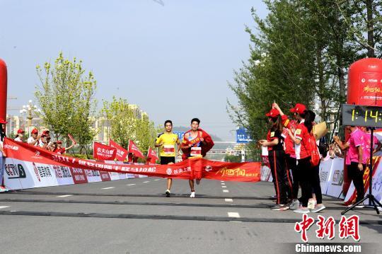 选手杨成祥获得比赛第一名。 高庆国 摄