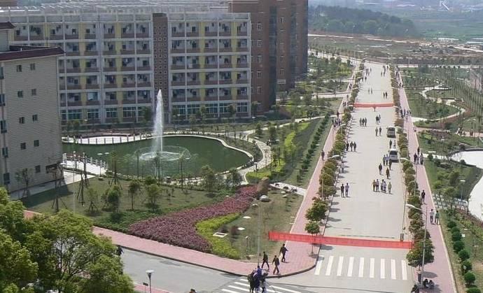筑职业学院位于西宁市南川西路 96 号,校园环境优美,交通便利.学图片