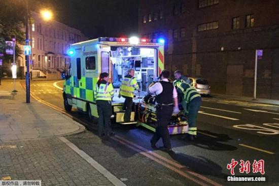 当地时间6月18日,一辆货车在英国伦敦芬斯伯里公园附近冲撞行人,造成多人受伤。事发地点接近芬斯伯里公园车站及附近一处清真寺。