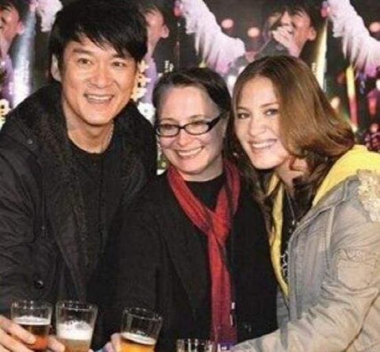 周华健与同岁妻子合影似母子 曾患抑郁症原因曝光