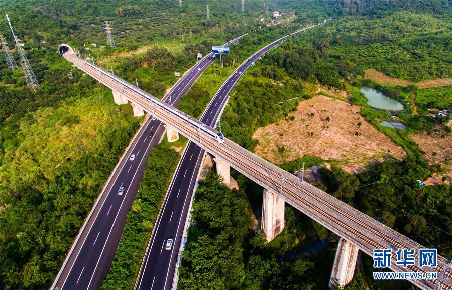 """环岛高铁给海南国际旅游岛带来""""三变"""""""