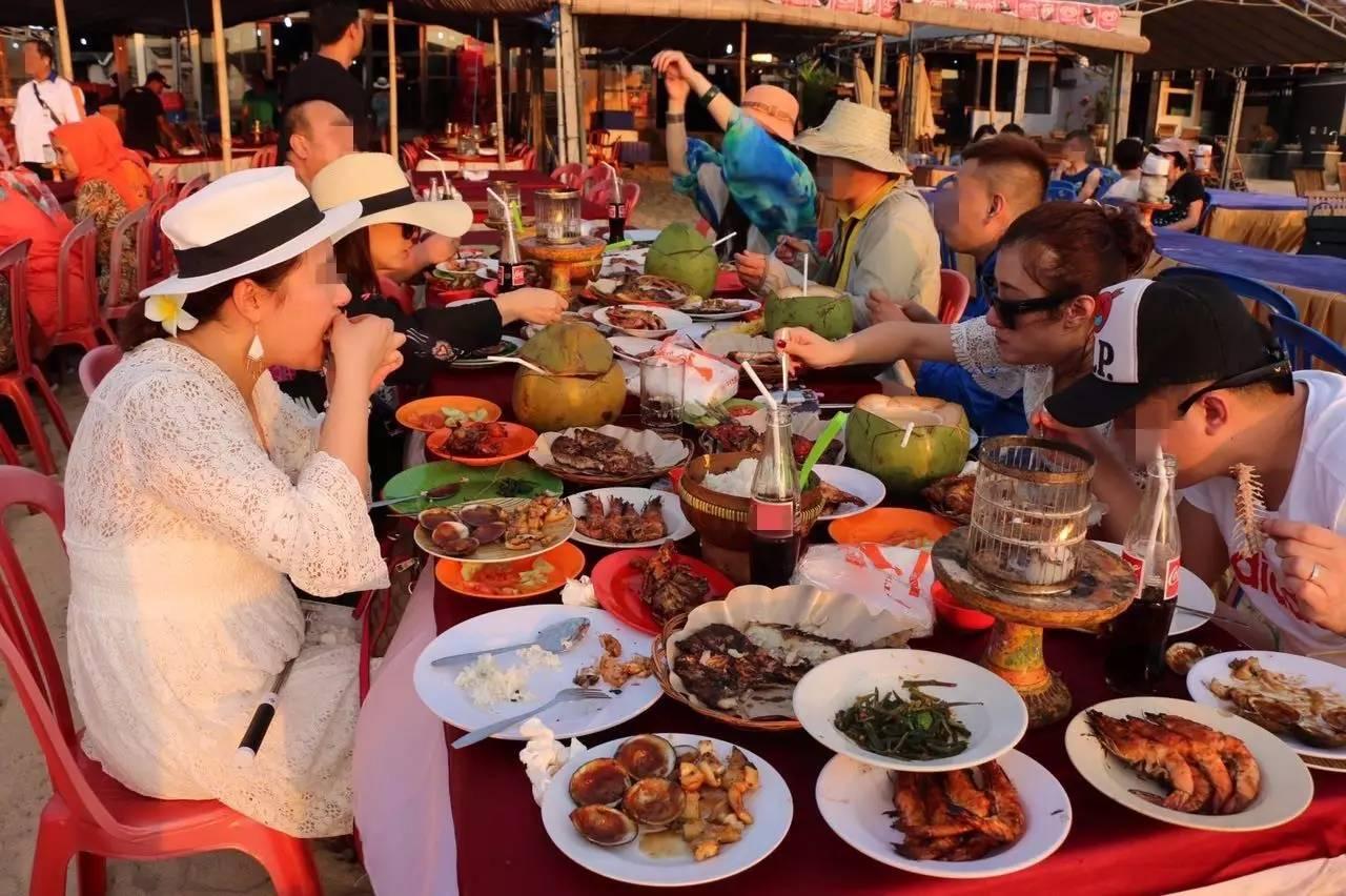 去巴厘岛的中国游客注意:美食沙爹或含狗肉 有狗被毒死