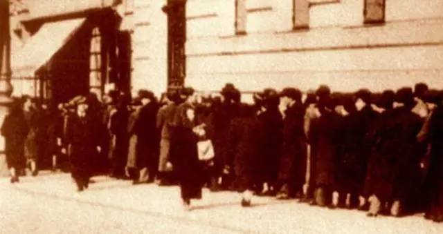 犹太人在中国大使馆排队