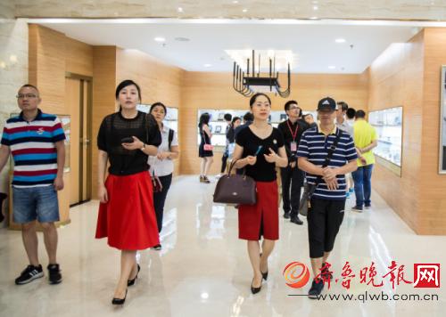 老梁说同学聚会-清华创融同学会 万表体验中心交流会 在广州顺利举行