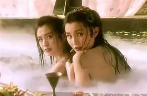 3,1993年版《青蛇》 主演:张曼玉,王祖贤, 赵文卓 电影版白蛇传用一