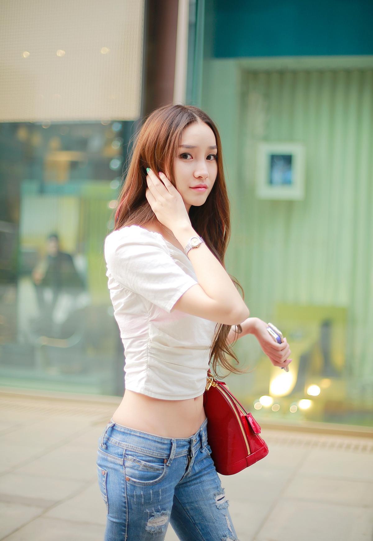 众人牛仔裤气质肤白貌美,蛮腰小露美煞美女美女200图片