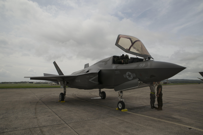 战斗机--距中国仅420公里:美军F-35B首次降落日本冲绳基地