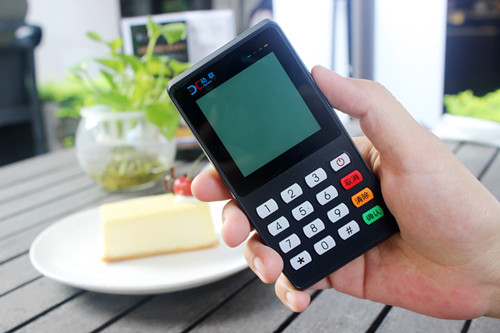 把支付揣进口袋:动联推出P18便携式二维码扫码POS