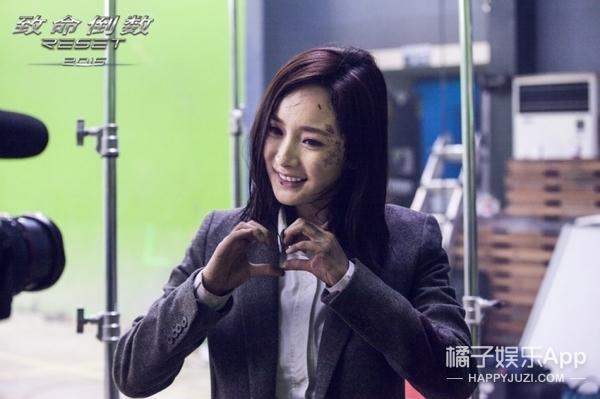 杨幂凭 逆时营救 再获最佳动作女演员奖 奖杯很沉,会继续努力