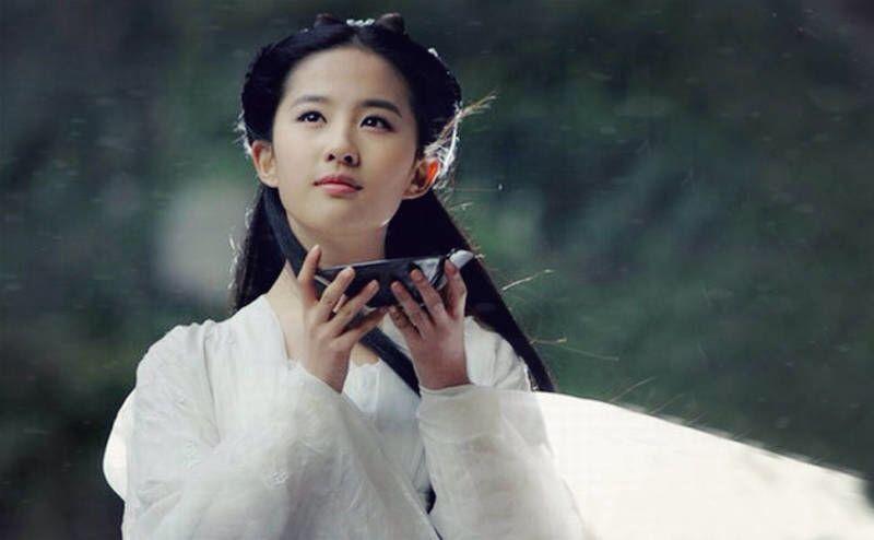 刘亦菲未PS的照片来了,看完谁还敢说她颜值崩坏?
