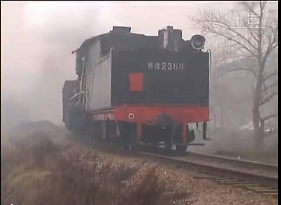 """""""解放""""型蒸汽机车   (图片来源:视频截图)   """"建设""""型蒸汽机车   (图片来源:视频截图   表示,将中国标准动车组命名为""""复兴号"""",展示了中国铁路服务经济社会发展、创造人民生活新时空的美好愿景.图片"""